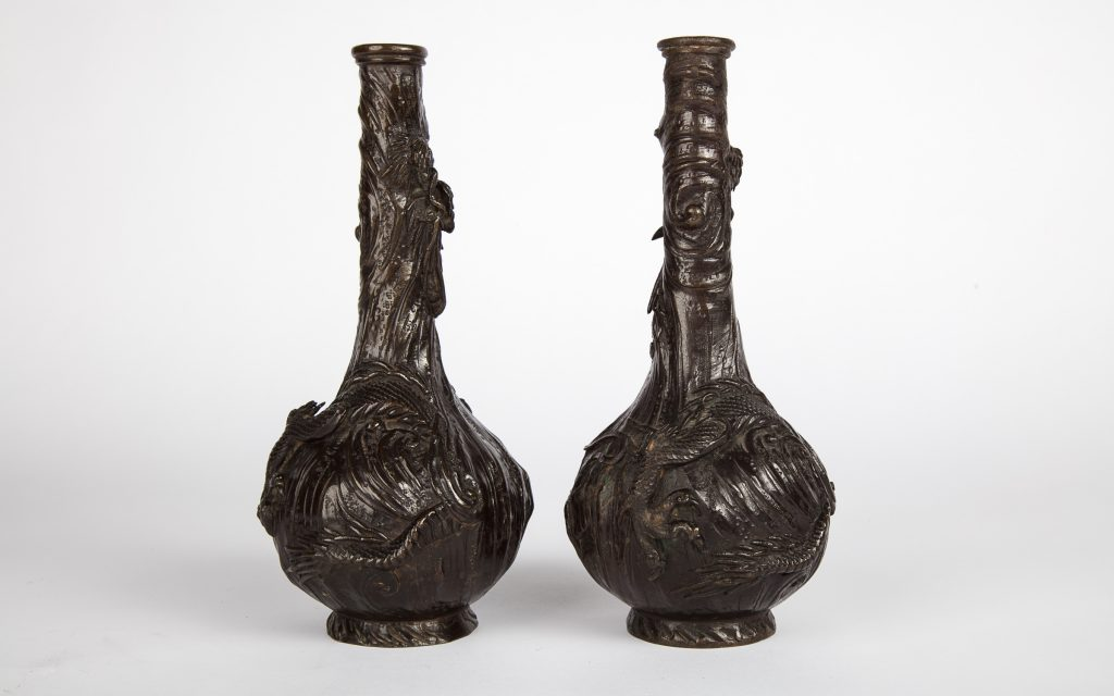 Vase Pair with Dragon