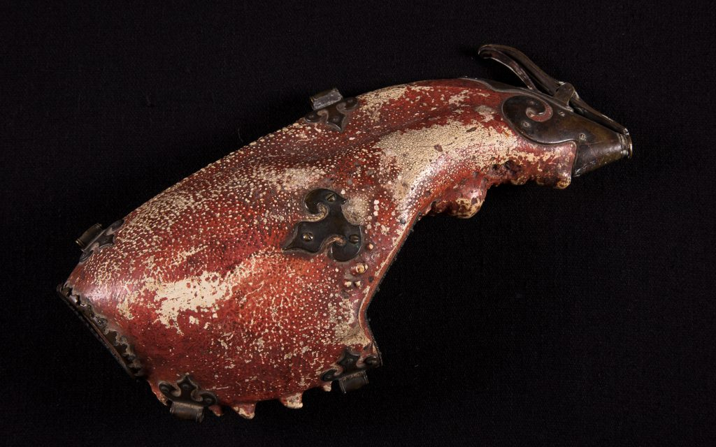 Crab Claw Gunpowder Holder