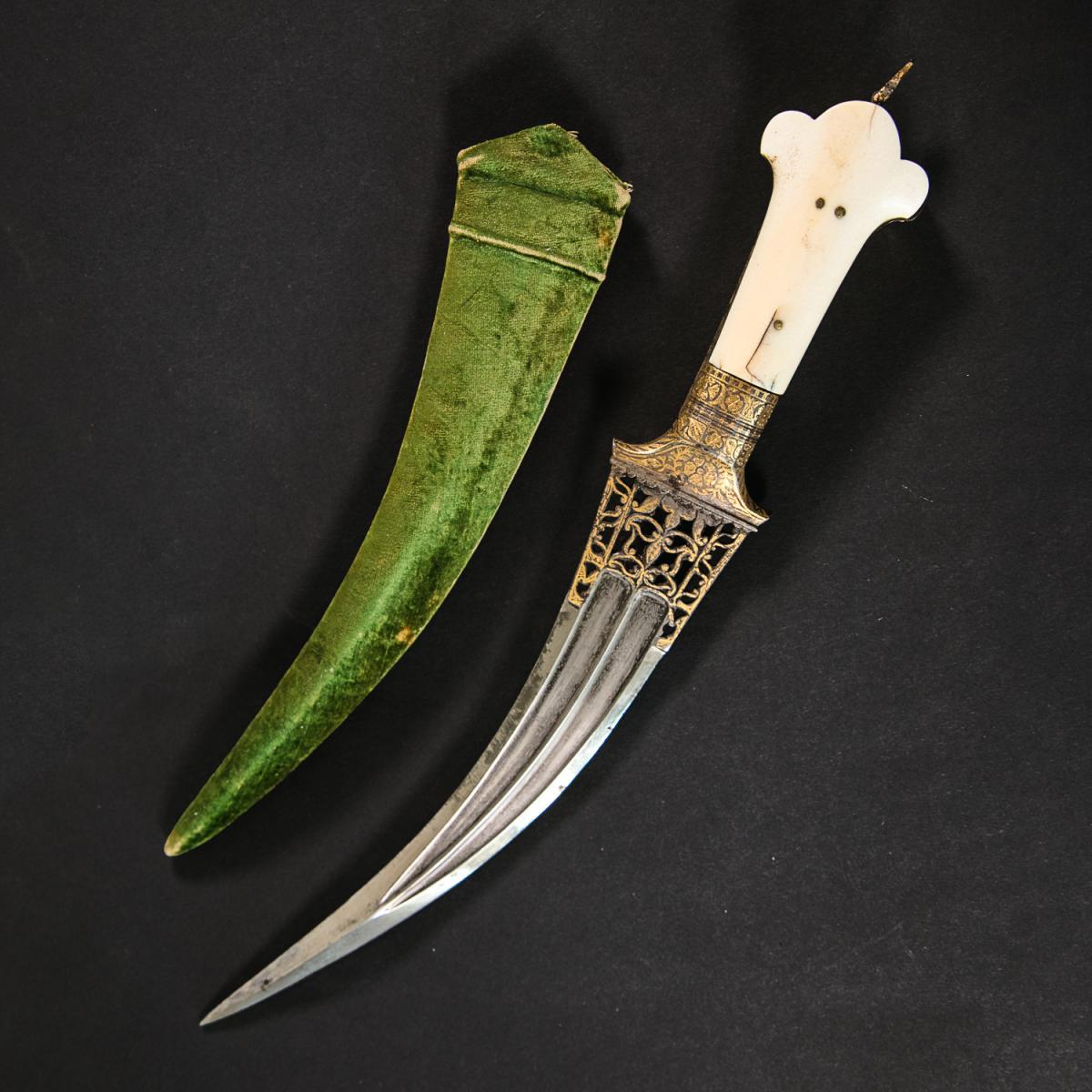 India tör / dagger